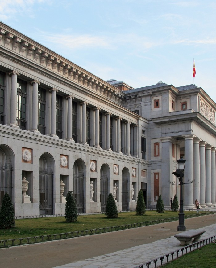 Museo del Pradodesde los apartamentos madrid por día