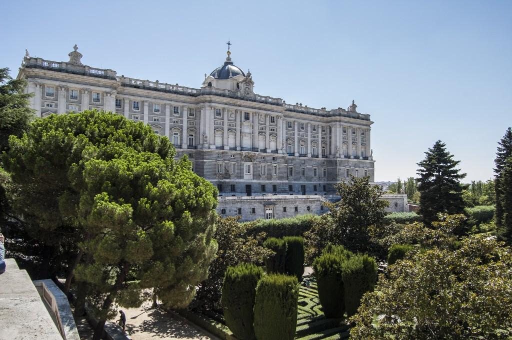 Palacio real y jardines de sabatini apartamentos madrid por d as g3 gale n web oficial - Jardines palacio real madrid ...
