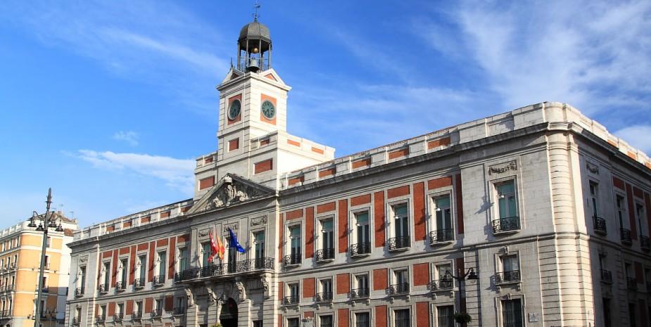 Puerta del sol apartamentos madrid por d as g3 gale n for Real casa de correos madrid