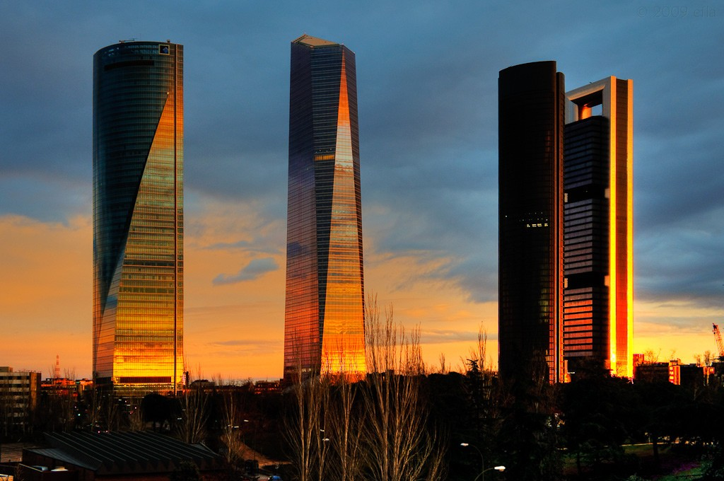 Puerta De Europa Y Cuatro Torres  Apartamentos Madrid Por