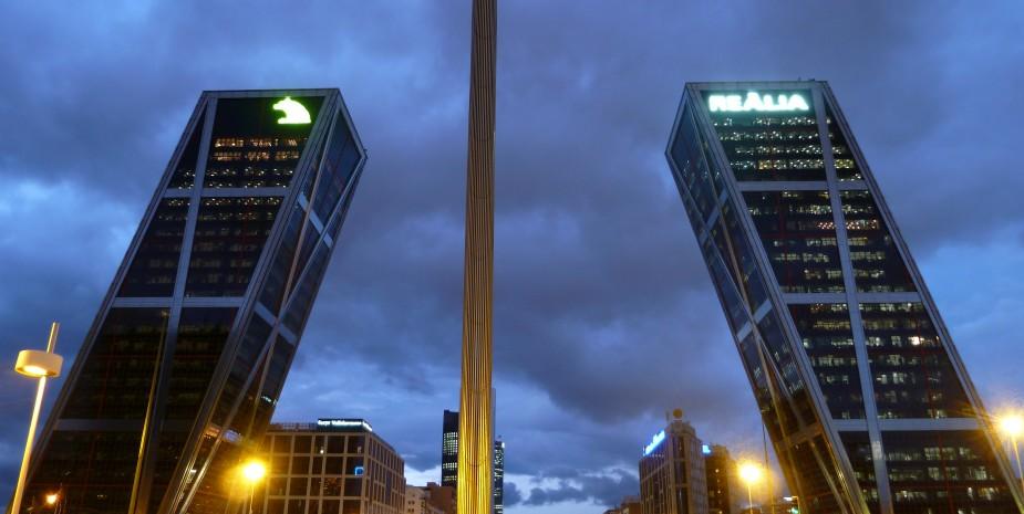 Plaza de Castilla (square) in Madrid (Spain). Right and left: 'Gate of Europe' buildings. Centre: the so-called 'Obelisco de la Caja'.